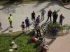 Stavění májky před radnicí města s plánskými dobrovolnými hasiči